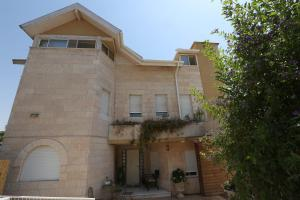Gesharim (Magi's House)