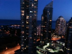 Upper Storey Condo Minutes from CN Tower