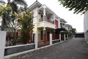 RedDoorz @ Jalan Damai, Pensionen  Yogyakarta - big - 13