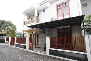 RedDoorz @ Jalan Damai, Pensionen  Yogyakarta - big - 12