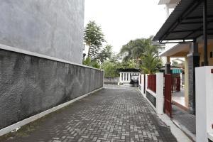 RedDoorz @ Jalan Damai, Pensionen  Yogyakarta - big - 11
