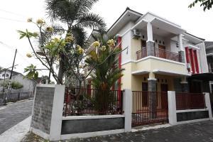 RedDoorz @ Jalan Damai, Pensionen  Yogyakarta - big - 8