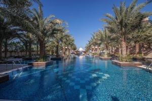 Swimming pool Burj Holidays - Grandeur Residences - Palm