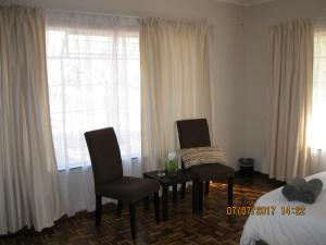 Karob House, Guest houses  Franschhoek - big - 11