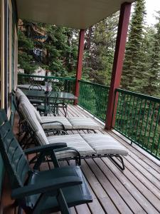 Vacation Homes by The Bulldog- Berker's Suite A, Apartmány  Silver Star - big - 12