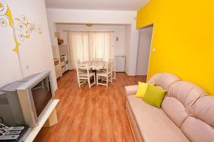Apartment Tribunj 4201a, Apartments  Tribunj - big - 12