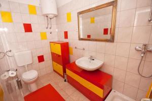 Apartment Tribunj 4201a, Apartments  Tribunj - big - 9