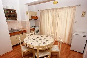 Apartment Tribunj 4201a, Apartments  Tribunj - big - 7
