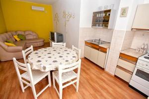 Apartment Tribunj 4201a, Apartments  Tribunj - big - 6
