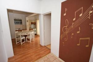 Apartment Tribunj 4201a, Apartments  Tribunj - big - 3