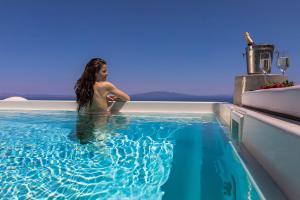 Elysian Santorini(Foinikiá)