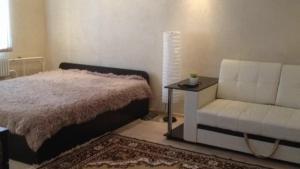 Apartment on Katukova 37