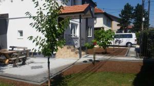 Green Garden Apartment - фото 5