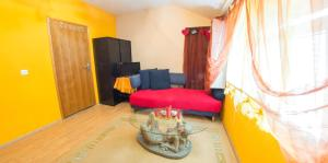 Yellow House Hostel - фото 2