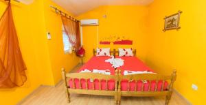 Yellow House Hostel - фото 4