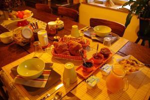 Les Petits Gallais, Отели типа «постель и завтрак»  Saint-Carreuc - big - 33