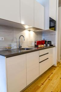 InSitu Living - Lifestyle Mesanine Apartment, Apartmány  Porto - big - 3