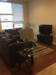 Stunning 3BR/3BA Luxury Condo with Amazing Views near PA Convention Center
