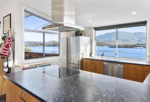 Hobart Retreat 10 mins CBD - Amazing Views