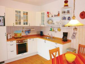 Two-Bedroom Apartment with a Fireplace in Putbus
