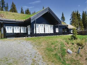 Five Bedroom Holiday Home in Lillehammer