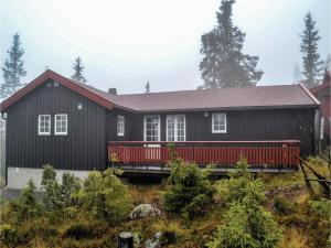 Three Bedroom Holiday Home in Sjusjoen