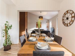 Three-Bedroom Holiday home Marcana with a Fireplace 09, Prázdninové domy  Marčana - big - 10