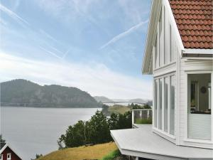 Four Bedroom Holiday Home in Farsund
