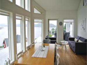 Four-Bedroom Holiday Home in Farsund, Prázdninové domy  Farsund - big - 13