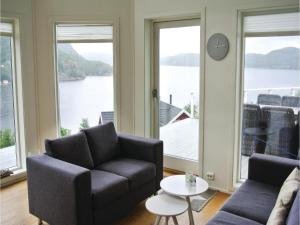 Four-Bedroom Holiday Home in Farsund, Дома для отпуска  Фарсунн - big - 11