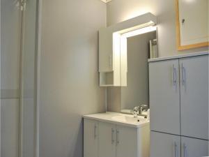 Four-Bedroom Holiday Home in Farsund, Prázdninové domy  Farsund - big - 4