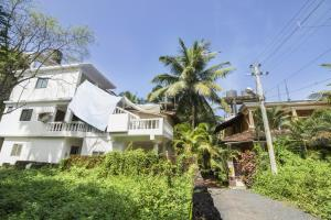 Restful stay for three, 900 m from Calangute beach by GuestHouser