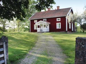 Four Bedroom Holiday home with Lake View in Landsbro