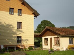 Centre Chrétien La Grange, Guest houses  Auberson - big - 1