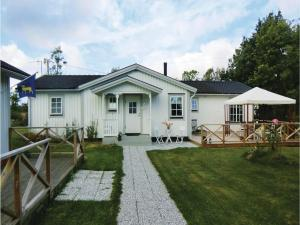 Five Bedroom Holiday Home in Lottorp