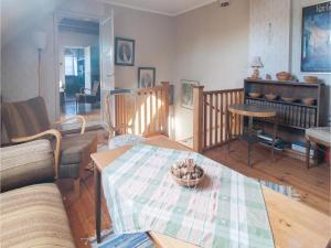 Four-Bedroom Apartment in Hemse, Ferienwohnungen  Hemse - big - 3