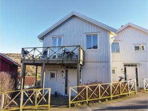 Una foto de Four Bedroom Holiday Home in Kyrkesund