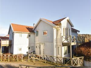 Four Bedroom Holiday Home in Kyrkesund