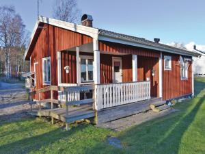 Two Bedroom Holiday home with Lake View in Bullaren