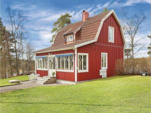 A Picture of Three Bedroom Holiday Home in Kopmannebro