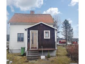 Three Bedroom Holiday home Bjurholm with a Fireplace 01