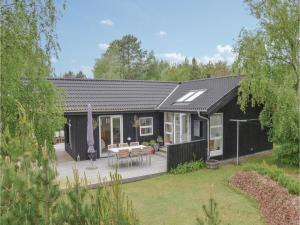 Two Bedroom Holiday home with a Fireplace in Sjællands Odde
