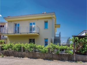 Apartment Malinska with Sea View I, Apartmány  Malinska - big - 13