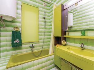 Apartment Malinska with Sea View I, Apartmány  Malinska - big - 3