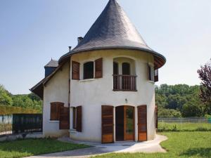 Three-Bedroom Holiday Home in Lucq de Bearn, Nyaralók  Lucq-de-Béarn - big - 1