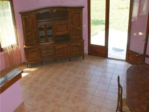 Three-Bedroom Holiday Home in Lucq de Bearn, Nyaralók  Lucq-de-Béarn - big - 13
