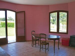 Three-Bedroom Holiday Home in Lucq de Bearn, Nyaralók  Lucq-de-Béarn - big - 6