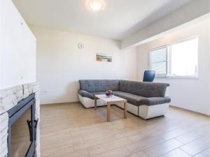 Two-Bedroom Apartment in Sv.Filip i Jakov, Ferienwohnungen  Sveti Filip i Jakov - big - 4
