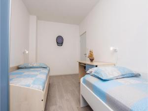 Two-Bedroom Apartment in Sv.Filip i Jakov, Ferienwohnungen  Sveti Filip i Jakov - big - 12