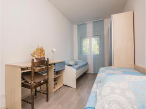 Two-Bedroom Apartment in Sv.Filip i Jakov, Ferienwohnungen  Sveti Filip i Jakov - big - 14